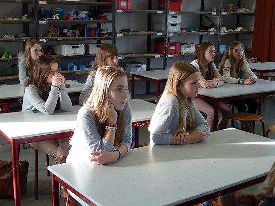 Brugklasleerlingen kwamen op een creatieve manier in aanraking met opruimen en schoonmaken. (c) WML Facilitair.