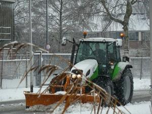 Het sneeuwschuiven is voor het materieel van WML Facilitair geen probleem.