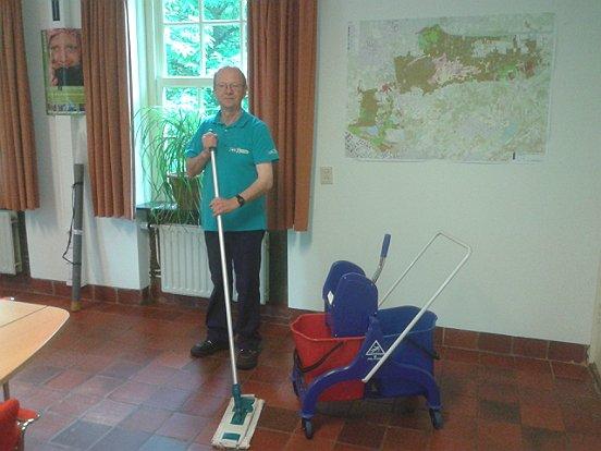 Groen- en schoonmaakmedewerkers komen in actie voor Natuurmonumenten.