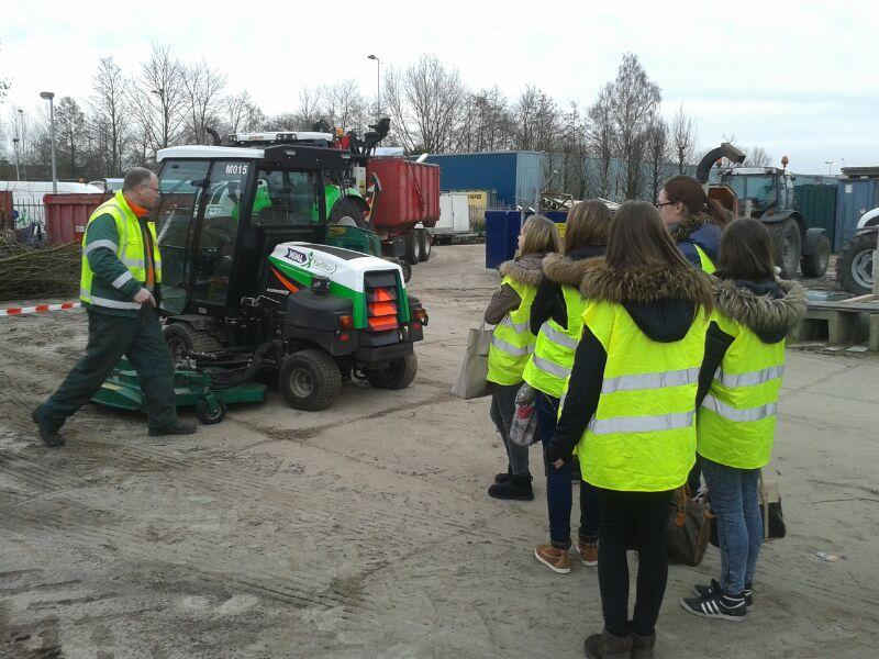 Leerlingen kregen tekst en uitleg over werken bij WML Facilitair.